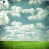 Grunge pole i niebo zdjęcie stock