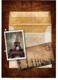 Grunge Postkarte und Abbildung von Paris Stockbild