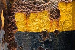 Grunge rocznika metalu talerza ośniedziały kolor żółty deseniował abrazja tekst zdjęcie stock