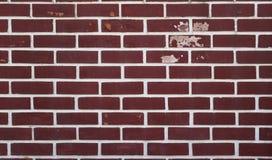 Grunge rojo de la decoración del estilo del fondo de la pared de ladrillo, pelando la pintura y mohoso Imagen de archivo
