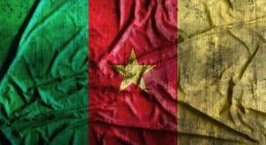 Grunge skrynklade Kamerunflaggan framförande 3d Arkivbilder
