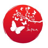 Grunge stylu flaga Japonia sztuka Gałąź z Sakura kwiatami i sylwetki motylia ikona na tło czerwieni słońcu Lata drzewo i ilustracja wektor