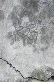 Grunge szarość izolują sztukateryjną teksturę, ciemnego naturalnego popielatego wieśniaka betonu tynku makro- zbliżenie, stary st Obrazy Royalty Free