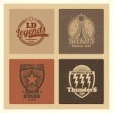 Grunge szkoły wyższa sportowe etykietki, uniwerków emblematy, roczników sportów drużyn odznaki ilustracja wektor
