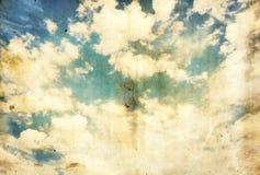 Grunge tło błękitny chmurny niebo Obrazy Royalty Free