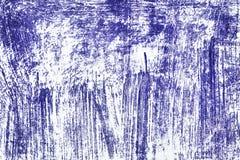 Grunge tło biel powierzchnia z porysowanym inky błękita bólem Fotografia Stock