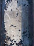Grunge tekstura, abstrakcjonistyczny tło od nieokreślonego białego sedna z czerń kleksami i błękitni lampasy na krawędziach, Fotografia Royalty Free