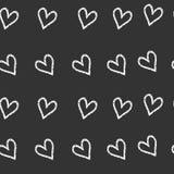 Grunge vector naadloos patroon met hand geschilderde harten Achtergrond in zwart-witte kleuren Stock Foto