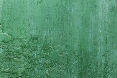 grunge, vintage O close up de um verde velho pintou o ferro de folha, a porta do metal com pintura da casca e a oxidação foto de stock royalty free