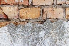 Grunge vuile oude muur met baksteenstructuur voor achtergrond royalty-vrije stock afbeeldingen