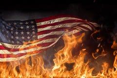 Grungeamerikanska flaggan, krigbegrepp Royaltyfri Fotografi