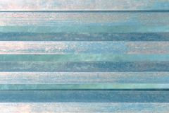Grungebakgrund, band av stål, pastellfärgade blåa signaler royaltyfri foto