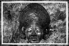 Grungebakgrund med den gamla kultur-historiska maskeringen royaltyfri bild