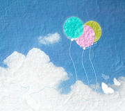 Grungebild av blå himmel med moln och färgrikt Färgrik ballo Royaltyfria Bilder