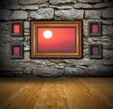 Grungebinnenland met abstracte mening aan zonsondergang royalty-vrije stock foto
