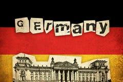 Grungeflagga av Tyskland med monumentet Arkivbild