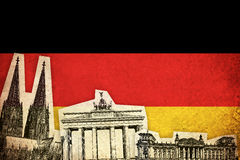 Grungeflagga av Tyskland med monumentet Royaltyfri Foto