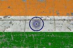 GrungeIndien flagga på gammal skrapad träyttersida Nationell tappningbakgrund royaltyfri illustrationer