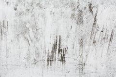 Grungeljus - grå textur av en gammal vägg med svartskilsmässor, vit yttersida med fläckar, abstrakt bakgrund Royaltyfri Bild