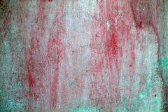 grungemålarfärg som skalar den röda väggen royaltyfri foto