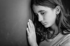 Grungeportret van een droevig meisje Royalty-vrije Stock Afbeeldingen