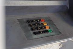 Grungetangentbord av övergiven ATM Arkivfoton
