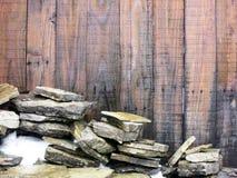 Grungeträ stiger ombord och stenar Royaltyfri Foto