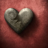 Grungeträhjärta på röd bakgrund Royaltyfri Fotografi