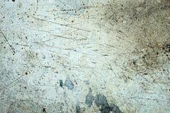 Grungeyttersida med skrapor, sprickor och smutsiga fläckar arkivbild