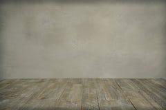 Grungy бетонная стена и деревянный пол Стоковые Изображения