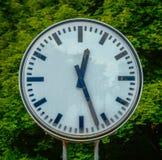 Grungy alte Uhr Lizenzfreie Stockfotografie