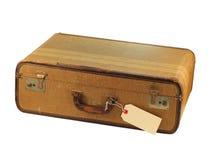 Grungy brauner Koffer mit unbelegtem Kennsatz Lizenzfreie Stockbilder