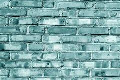 Grungy cyan tonad tegelstenhusvägg Royaltyfria Bilder