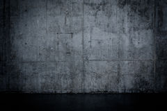 Grungy dark concrete wall and wet floor Royalty Free Stock Images