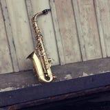 grungy gammal saxofon Royaltyfri Bild