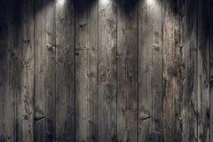 Grungy gammal träpanelvägg med strålkastare Arkivfoto