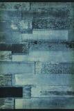 Grungy gewölbte Stahlwand mit rostigen Stellen auf einem Altbau Stockfotos