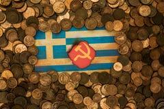 Grungy grekiskt flaggakommunismbegrepp fotografering för bildbyråer