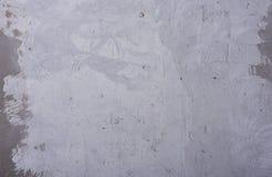 Grungy grijze achtergrond Concrete muur met gebreken en krassen stock afbeelding