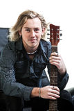 Grungy Musiker und seine Gitarre Lizenzfreies Stockfoto