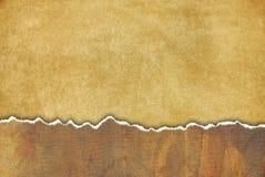 Grungy oude achtergrond met gescheurd document en overvloed o royalty-vrije illustratie
