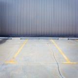 Grungy parkeringsvägg Arkivbild