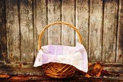 Grungy Picknickkorb Stockbilder