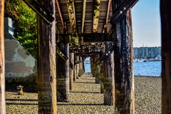 Grungy promenade die mooie jachthaven ontwerpen royalty-vrije stock fotografie
