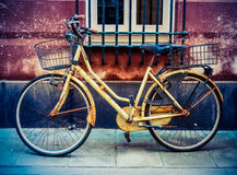 Grungy Retro- Fahrrad Lizenzfreies Stockfoto