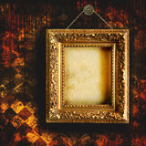 grungy söndersliten wallpaper Arkivfoton