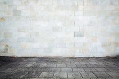 Grungy Straßenwand Lizenzfreie Stockbilder