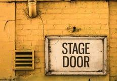 Grungy tecken för etappdörr Royaltyfri Fotografi