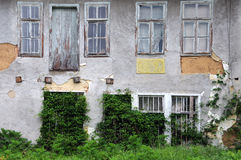 Grungy övergiven byggnad i Bulgarien Royaltyfria Foton