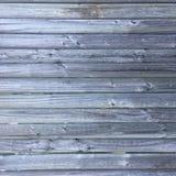 Grungy verontruste grijze houten geweven omheining royalty-vrije stock afbeelding